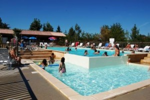 piscine-du-camping-avec-debordement
